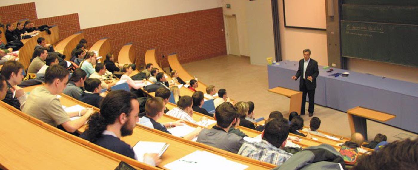 Képzések: BSc, MSc, Osztatlan matematikatanár, PhD